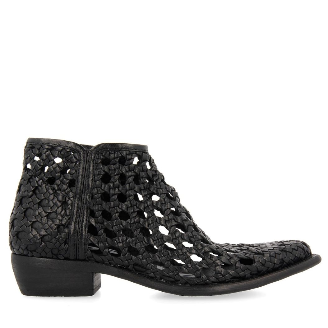 58253-P Black BOOTS 1