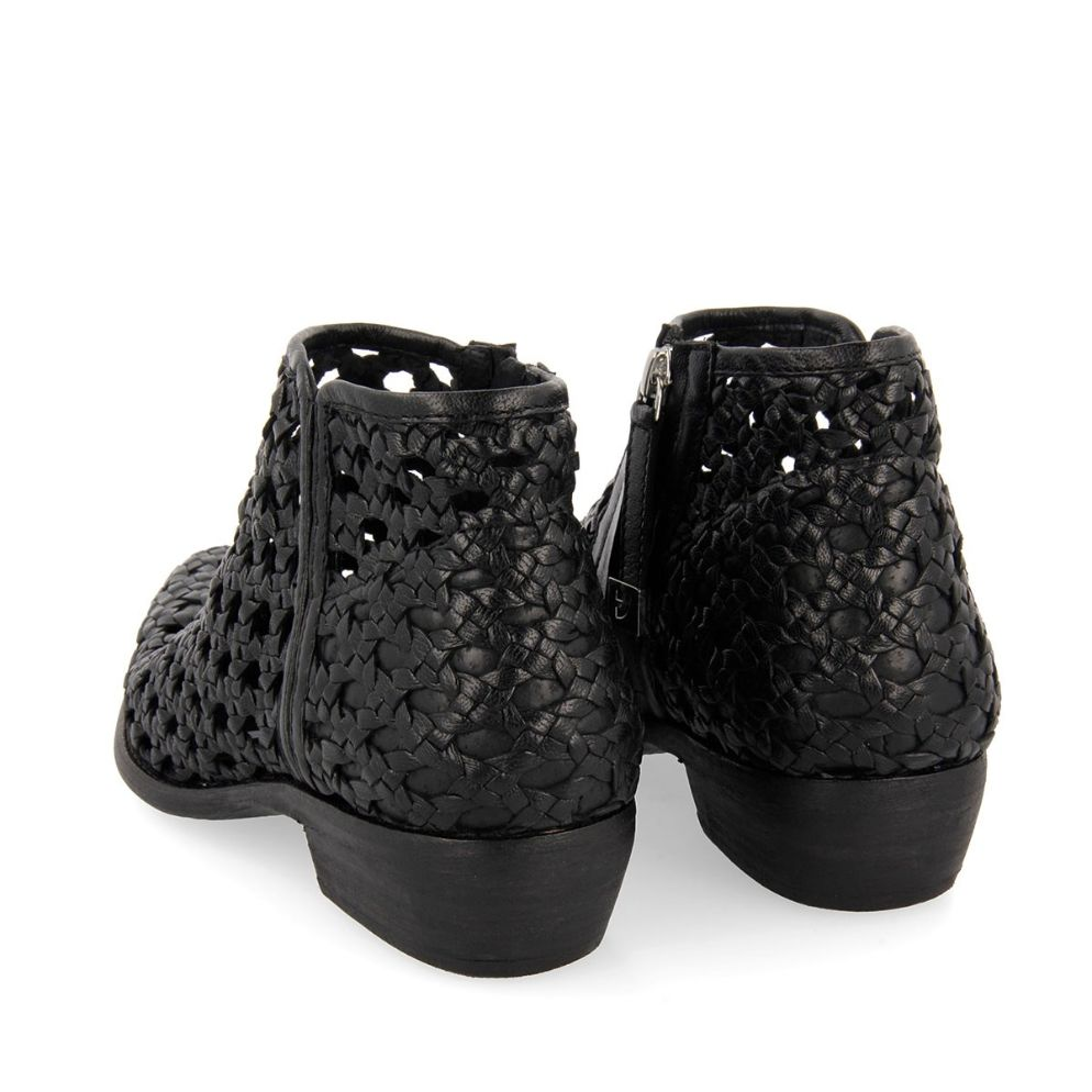 58253-P Black BOOTS 3